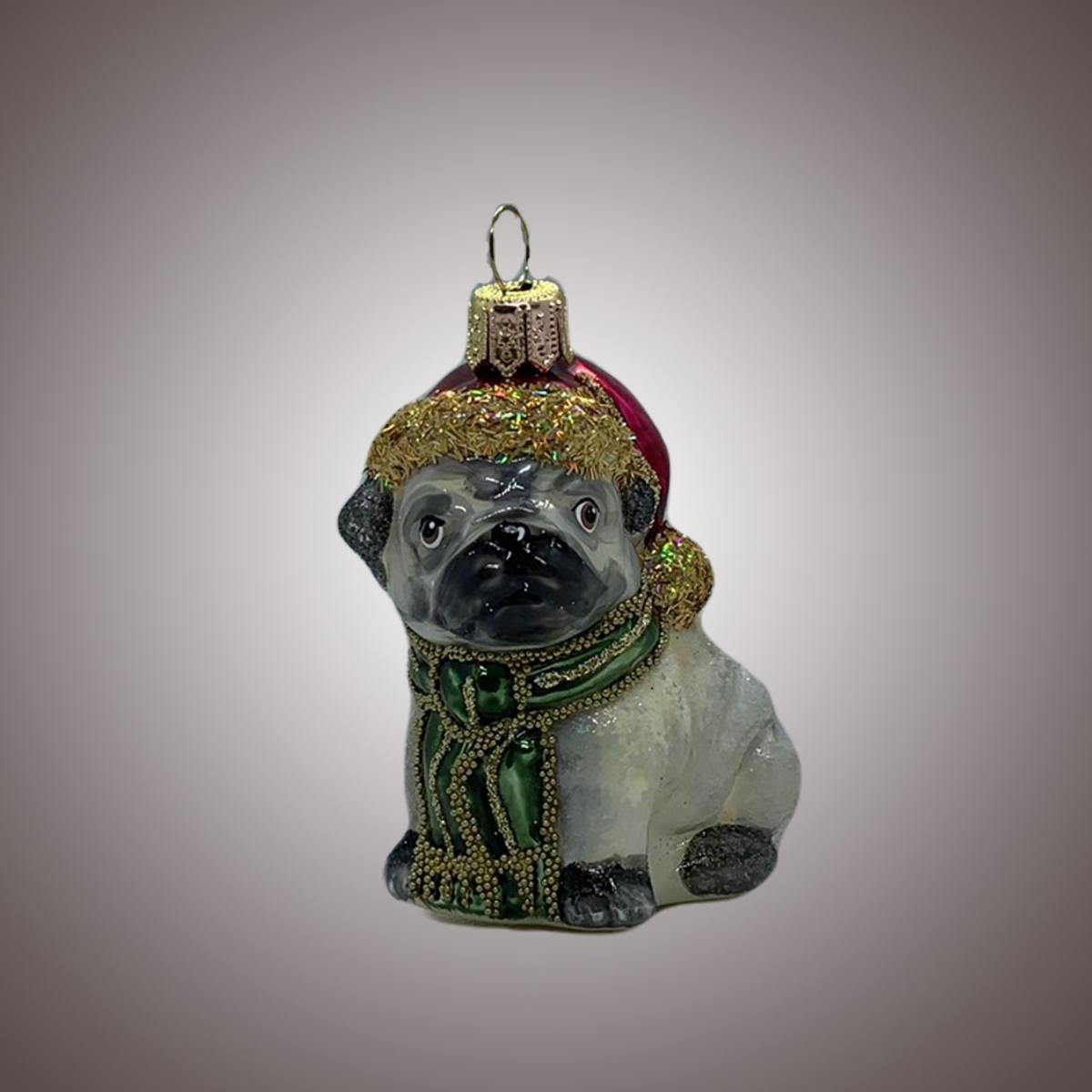Собачка мопс в шапочке Санты